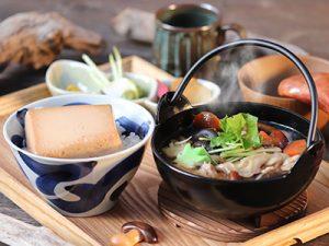 豆富めし&きの子汁の定食